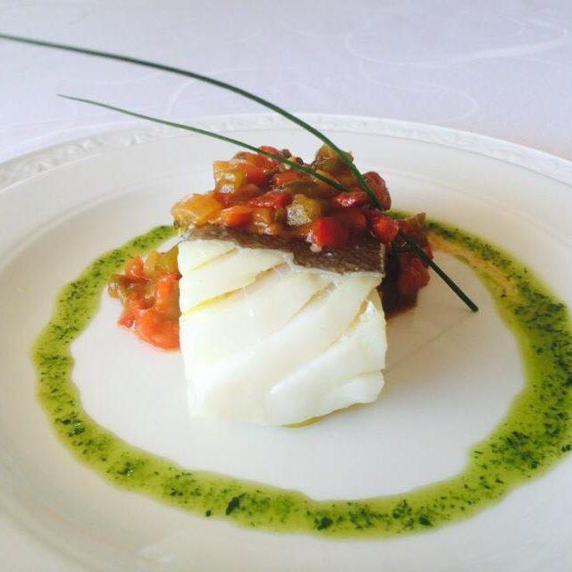 Bacalao confitado a baja temperatura con pisto manchego y aceite verde Beltran Catering
