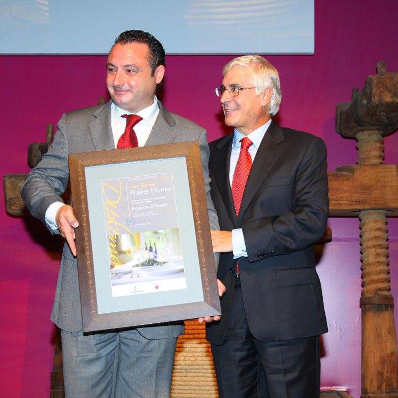 Primer premio de gastronomía tradicional otorgado por la Consejería de Turismo de la Junta de Comunidades al mejor restaurante Beltran Catering